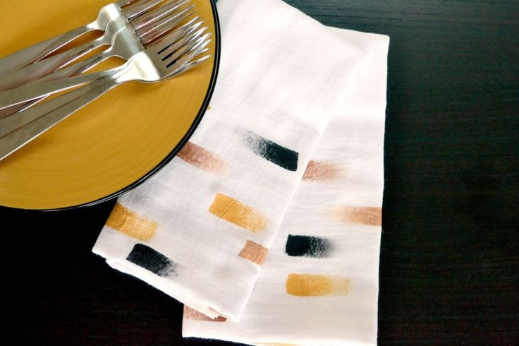 DIY brush stroke napkins