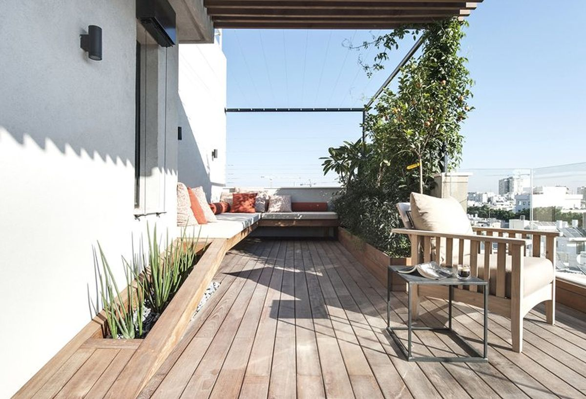Duplex penthouse with roof terrace gets a graphical redesign for Terrace plants
