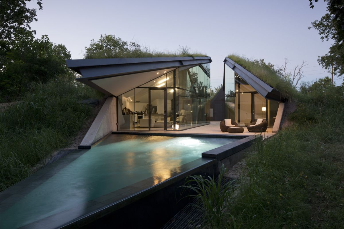 Edgeland House from Bercy Chen with a small pool