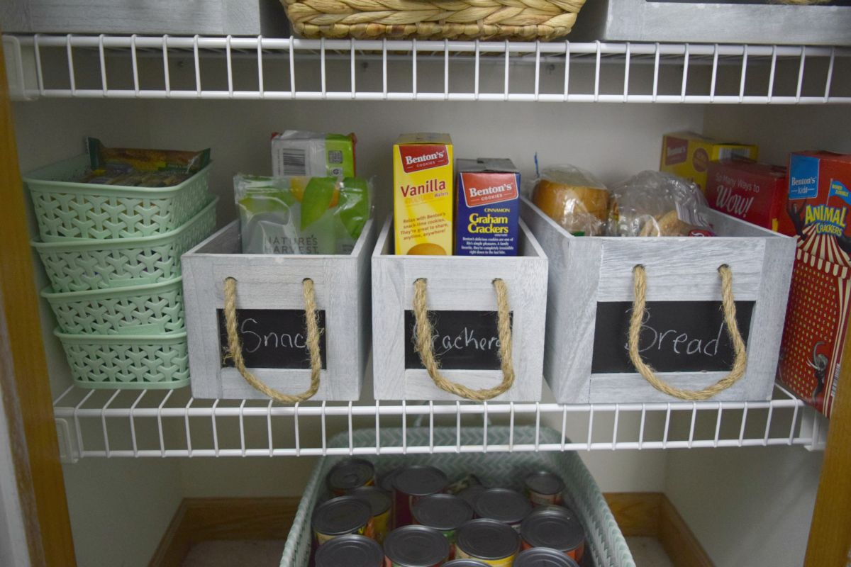 Food storage bins with label