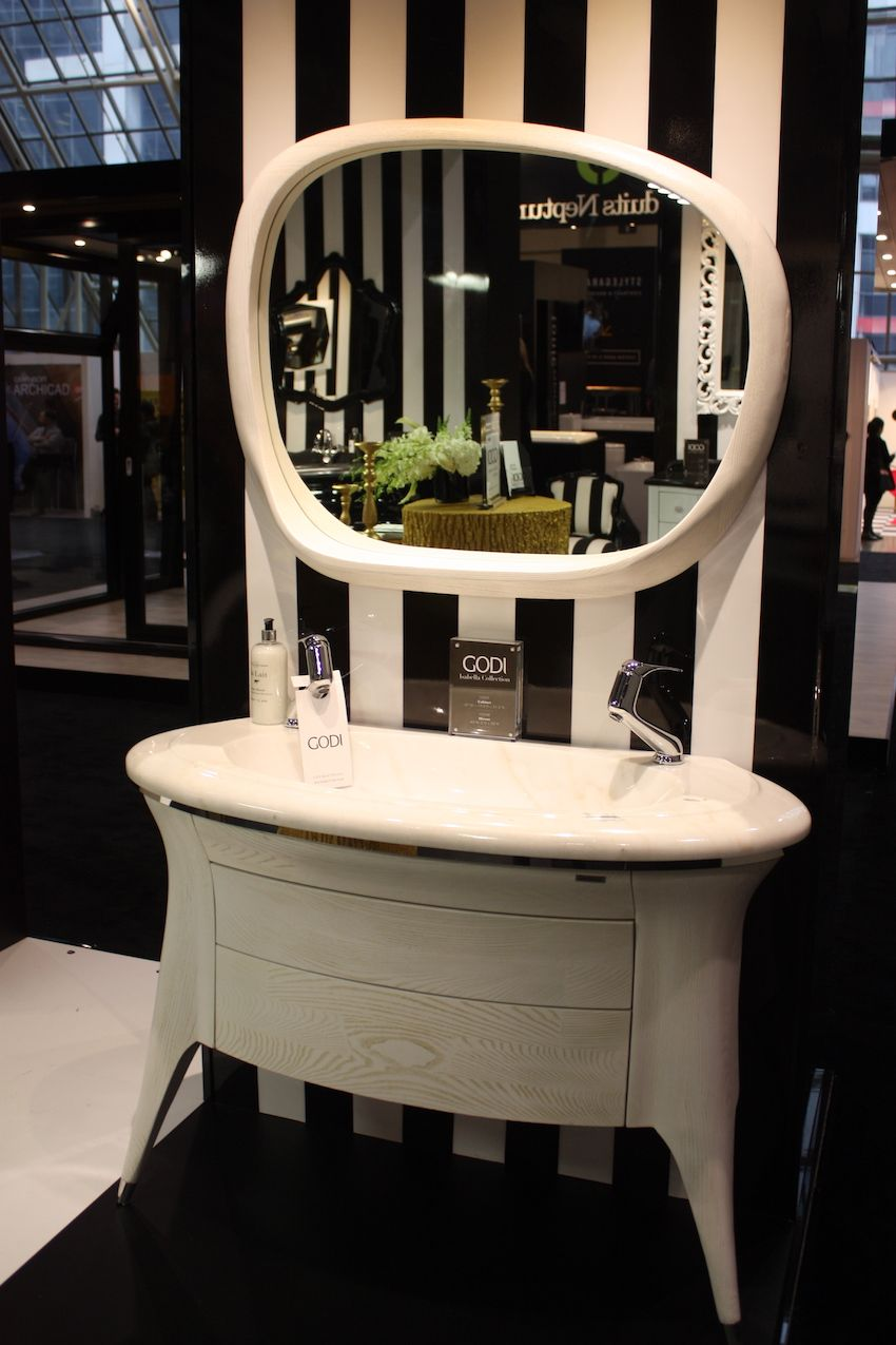 Godi White vanity and mirror in stripe pattern