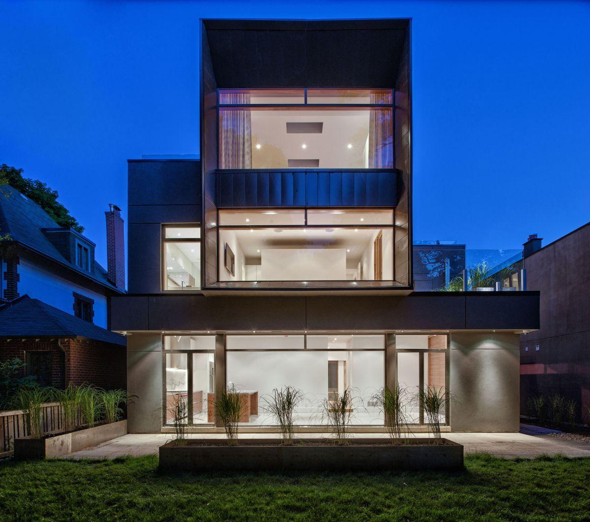 Heathdale Residence in Toronto back facade huge windows