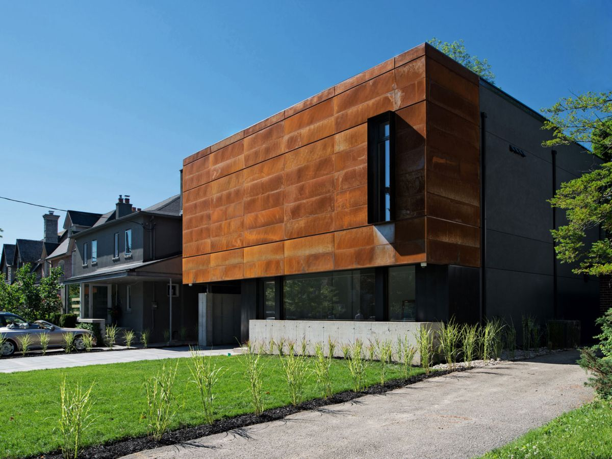 Heathdale Residence in Toronto closed facade