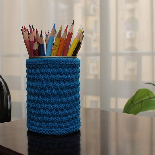 Knit pencil holder
