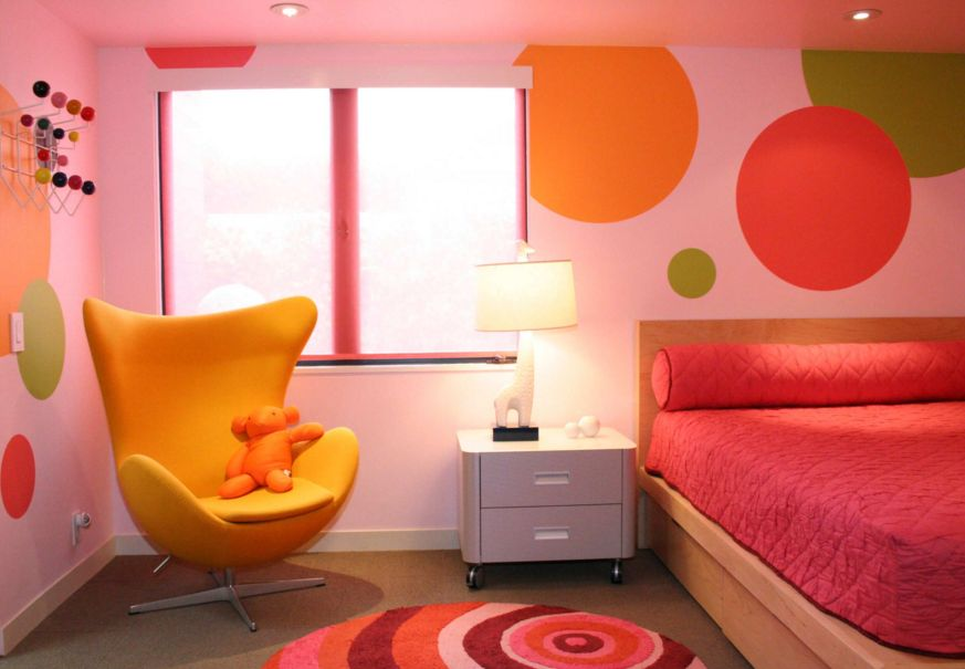 Large polka dots for a teenage room