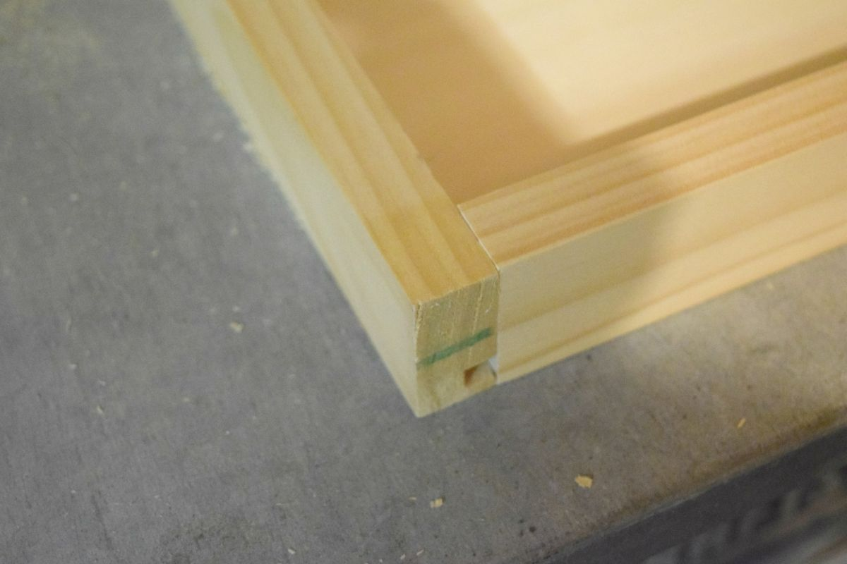 Making grooved edge with wood