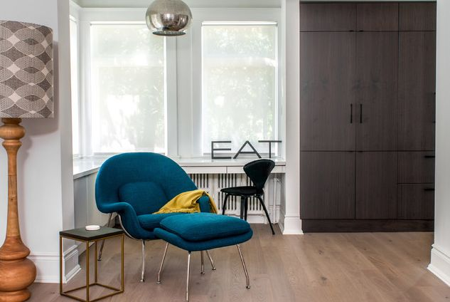 This is a good example of how one bold, modern piece -- in this case the Womb Chair -- can elevate a space that's otherwise a completely neutral palette.