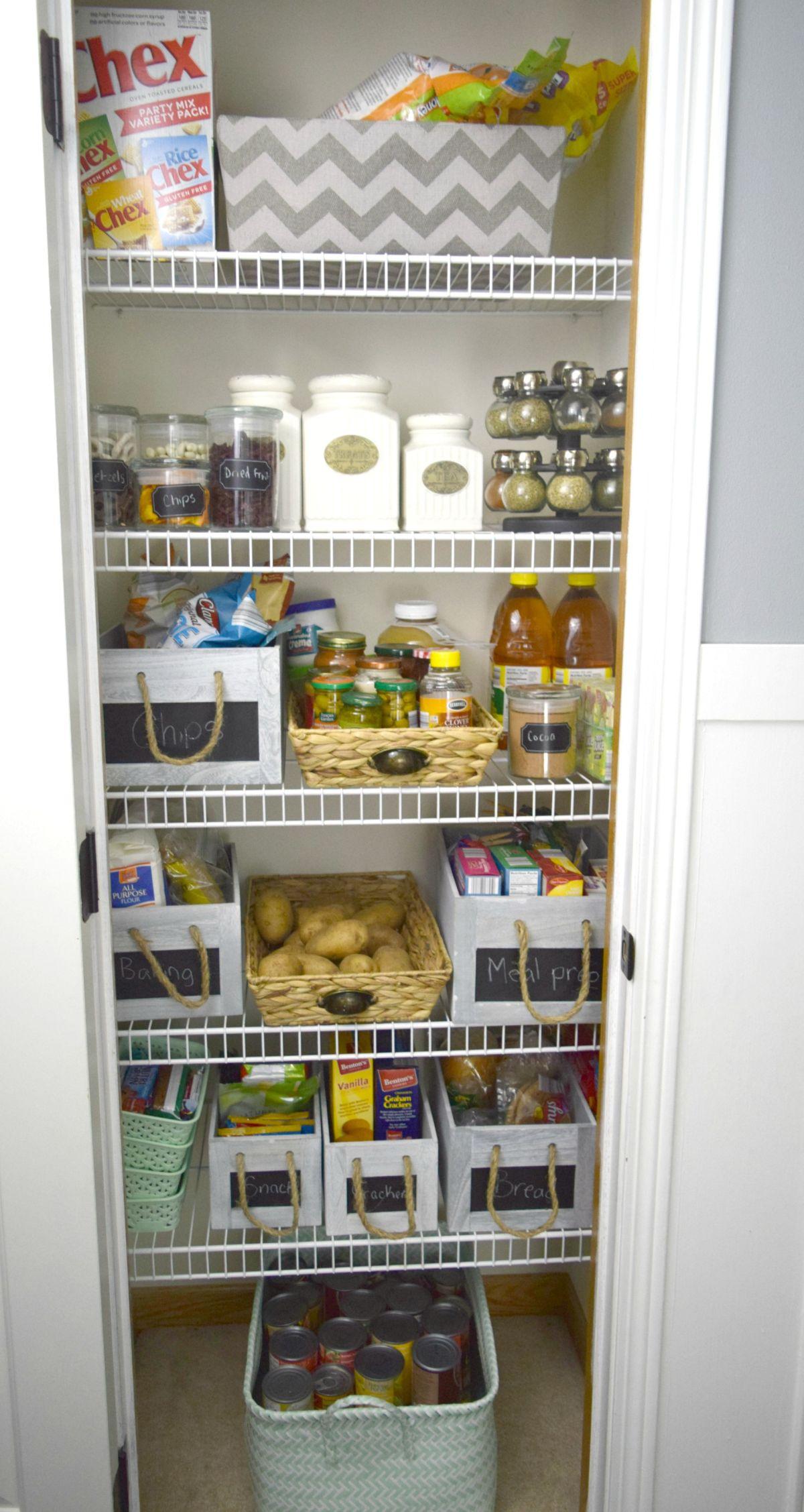 Organized pantry DIY