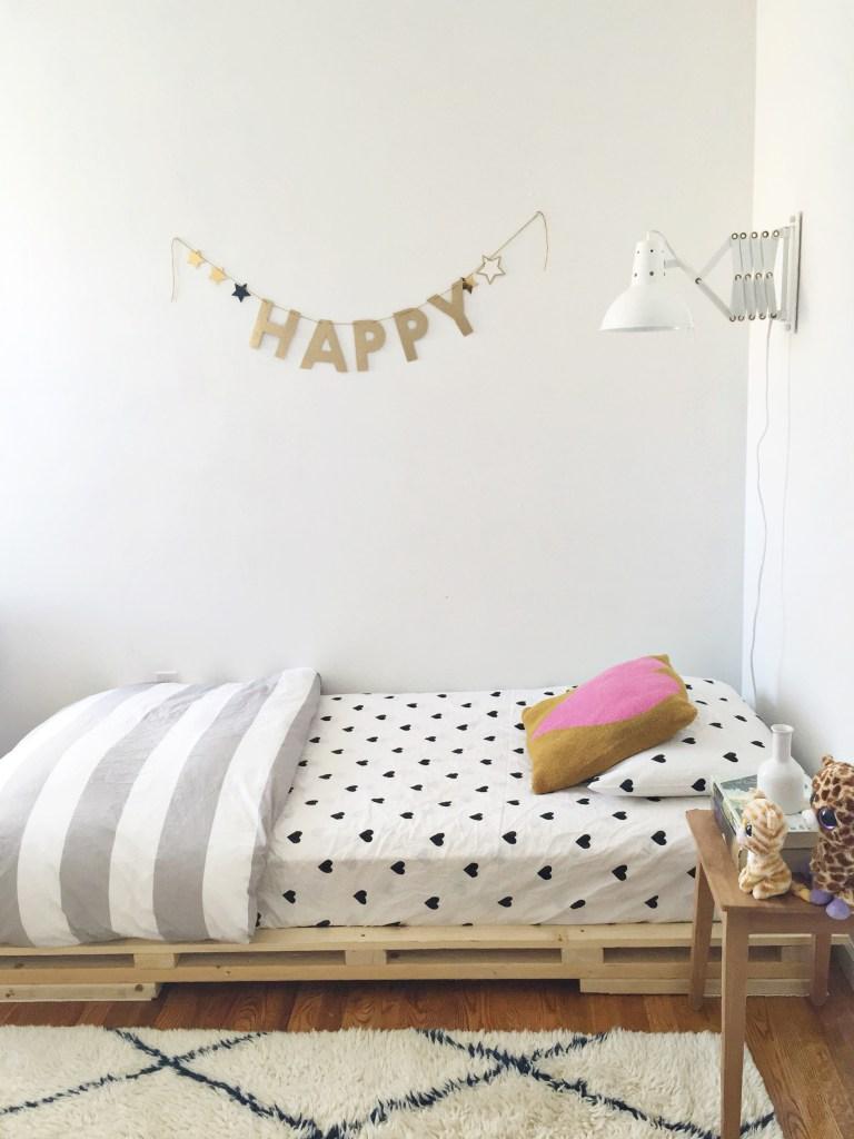 Pallet bed platform with heart bedding