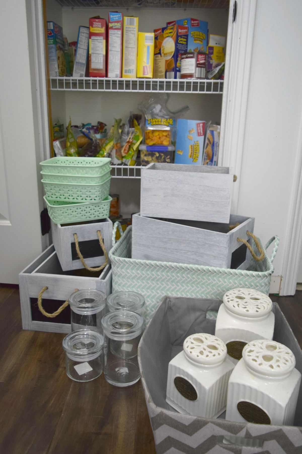 Prepare the containers for pantry
