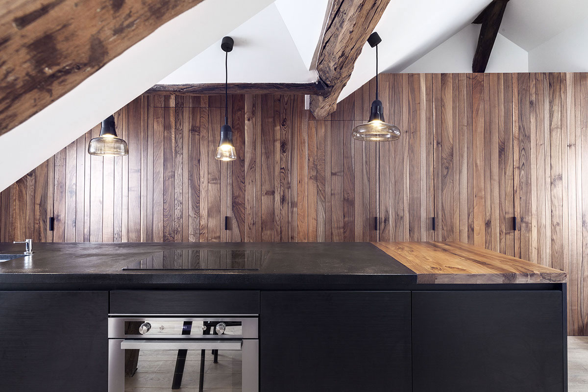 Remodeled attic apartment in Paris technical wall