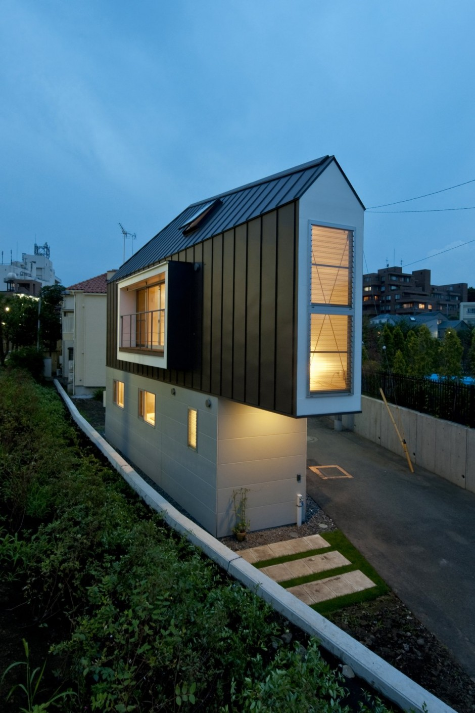 River Side House in Horinouchi