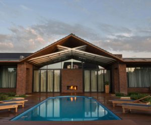 Exposed Structural Elements Give Symmetry To Russian Home