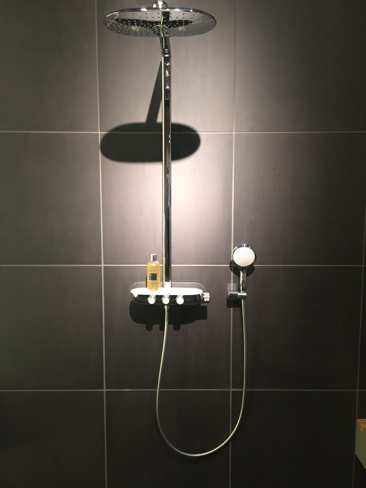 Sleek shower faucet