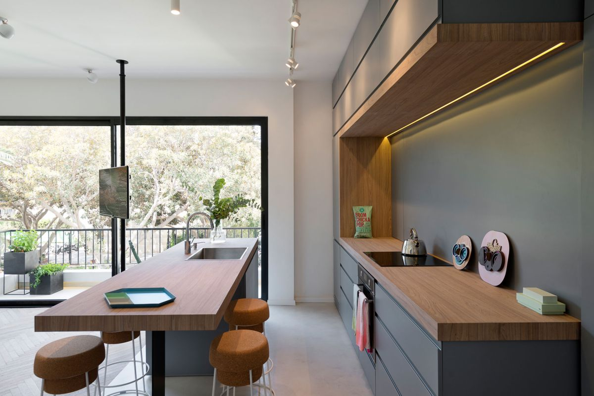 Small apartment remodel in Tel Aviv kitchen counters