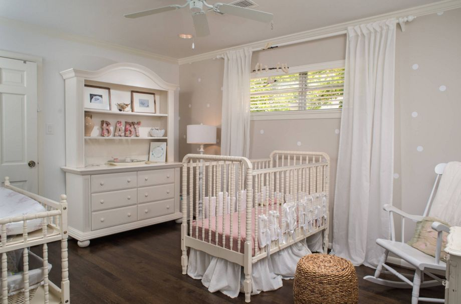 Subtle nursery room decor