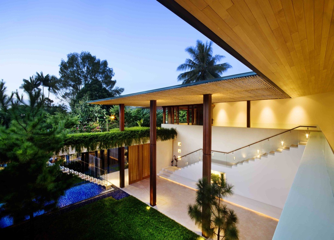 Tangga house Guz Architects with a green roof interior