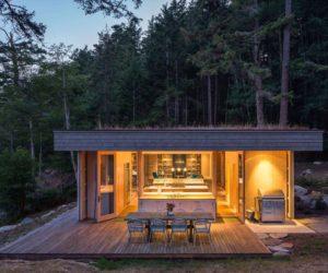 Modern Retreat Embraces Its Rocky Surroundings