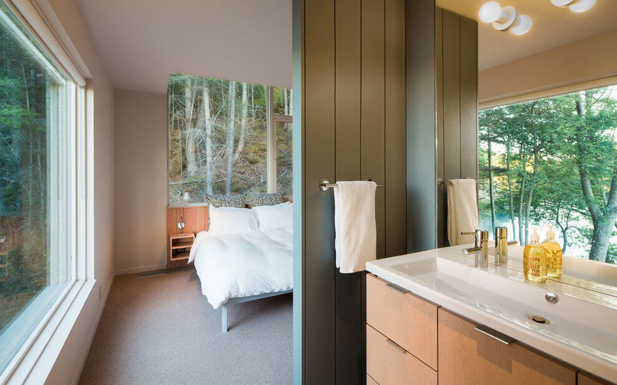 The Lone Madrone retreat bedroom and en-suite bathroom