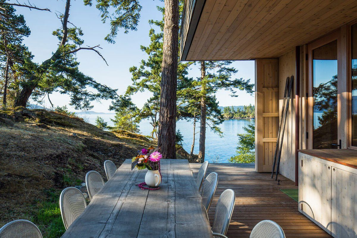 The Lone Madrone retreat outdoor dining area views