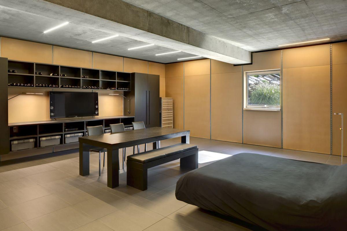 The Shokan House guest bedroom single window