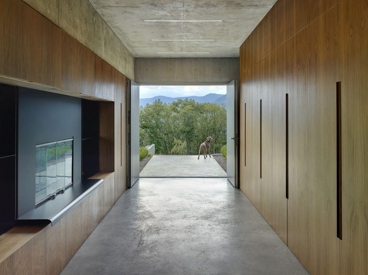 The Shokan House vestibule