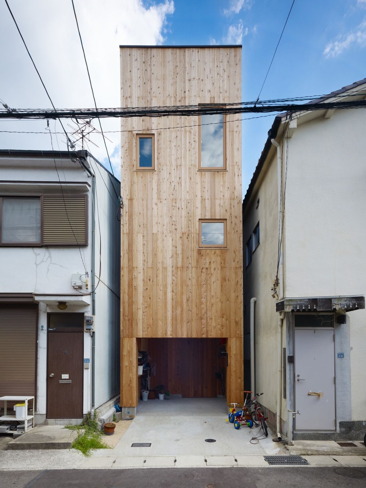 11 Spectacular Narrow Houses And Their Ingenious Design Solutions on houses in tokyo japan, narrow house interior design, small apartment building in japan, micro houses in japan, tall skinny building in japan,