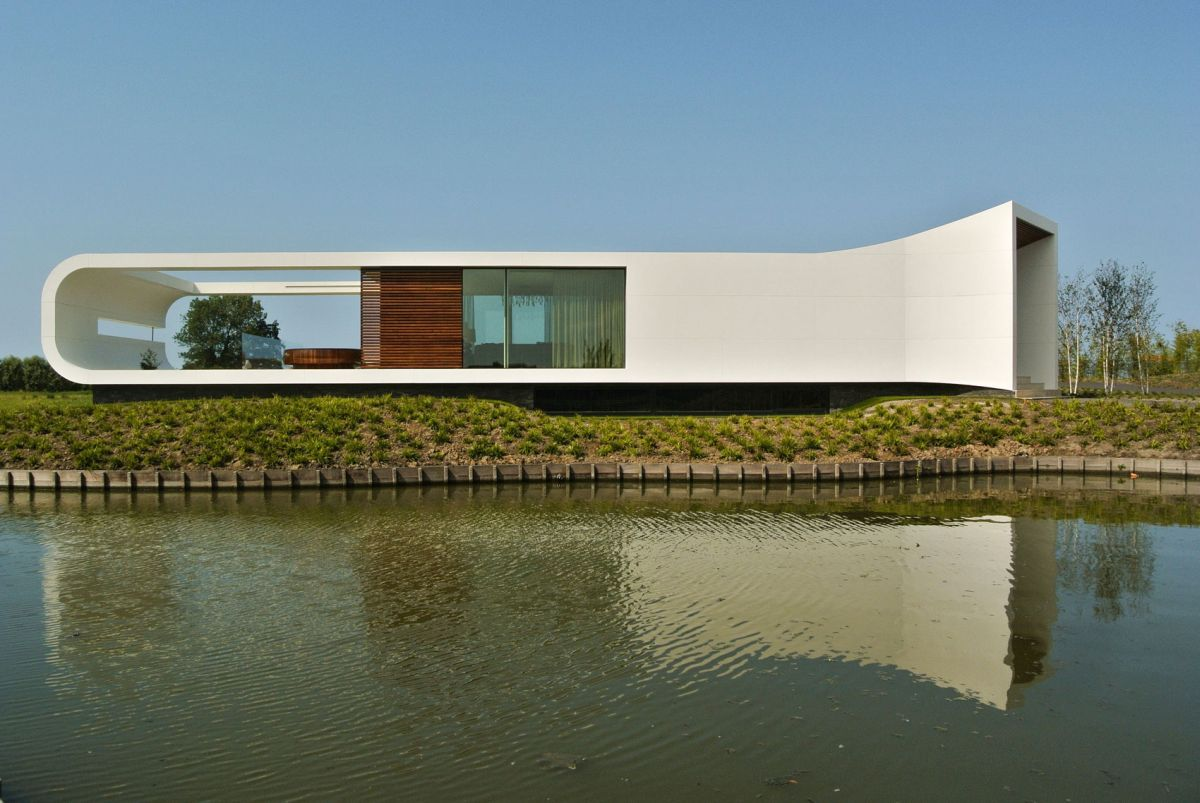 Villa New Water by Waterstudio.NL closed off end
