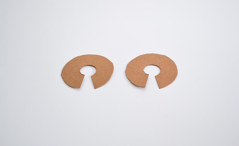pom pom blanket cardboard circles