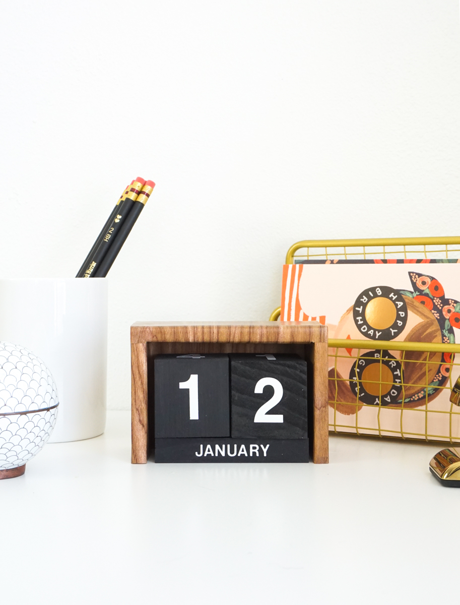 Make a Retro Desk Calendar for the New Year | Homedit