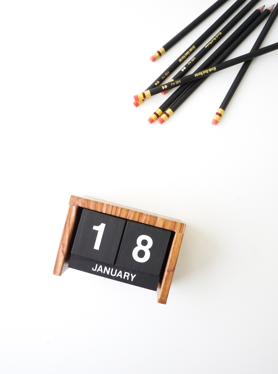 Make It: Flip Clock Inspired Desk Calendar