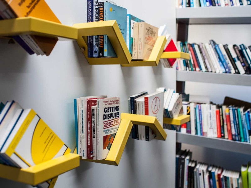 360 Shelf display with an adjustable system