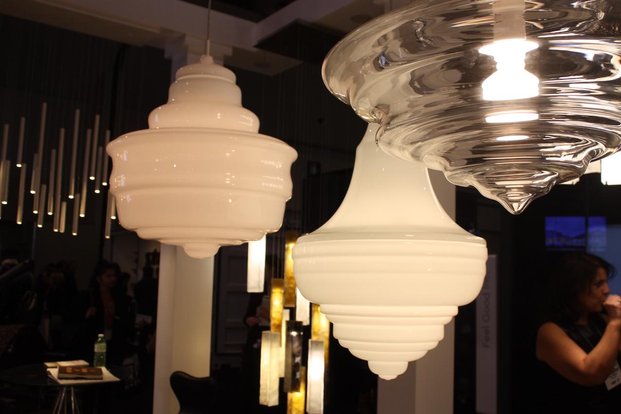 AM white glass light