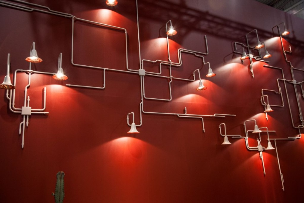 Configured as a geometric design or like wild tree branches, Light Forest stylishly solves any lighting challenge.