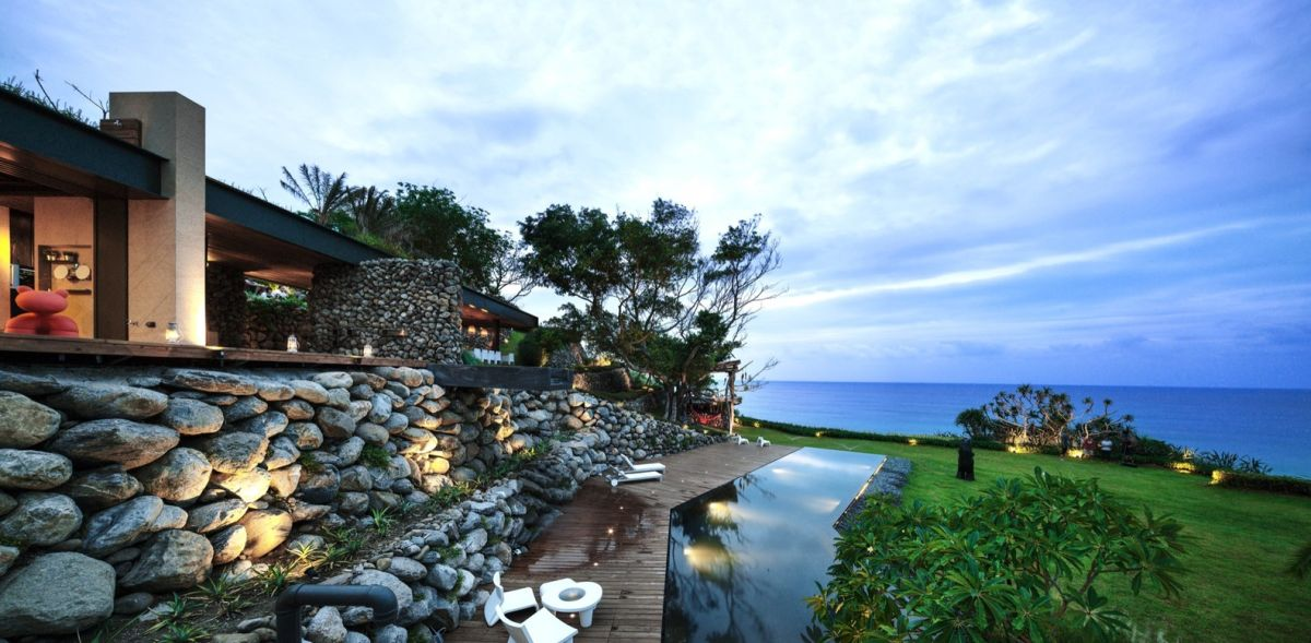 A'tolan house in Taiwan views of the sea