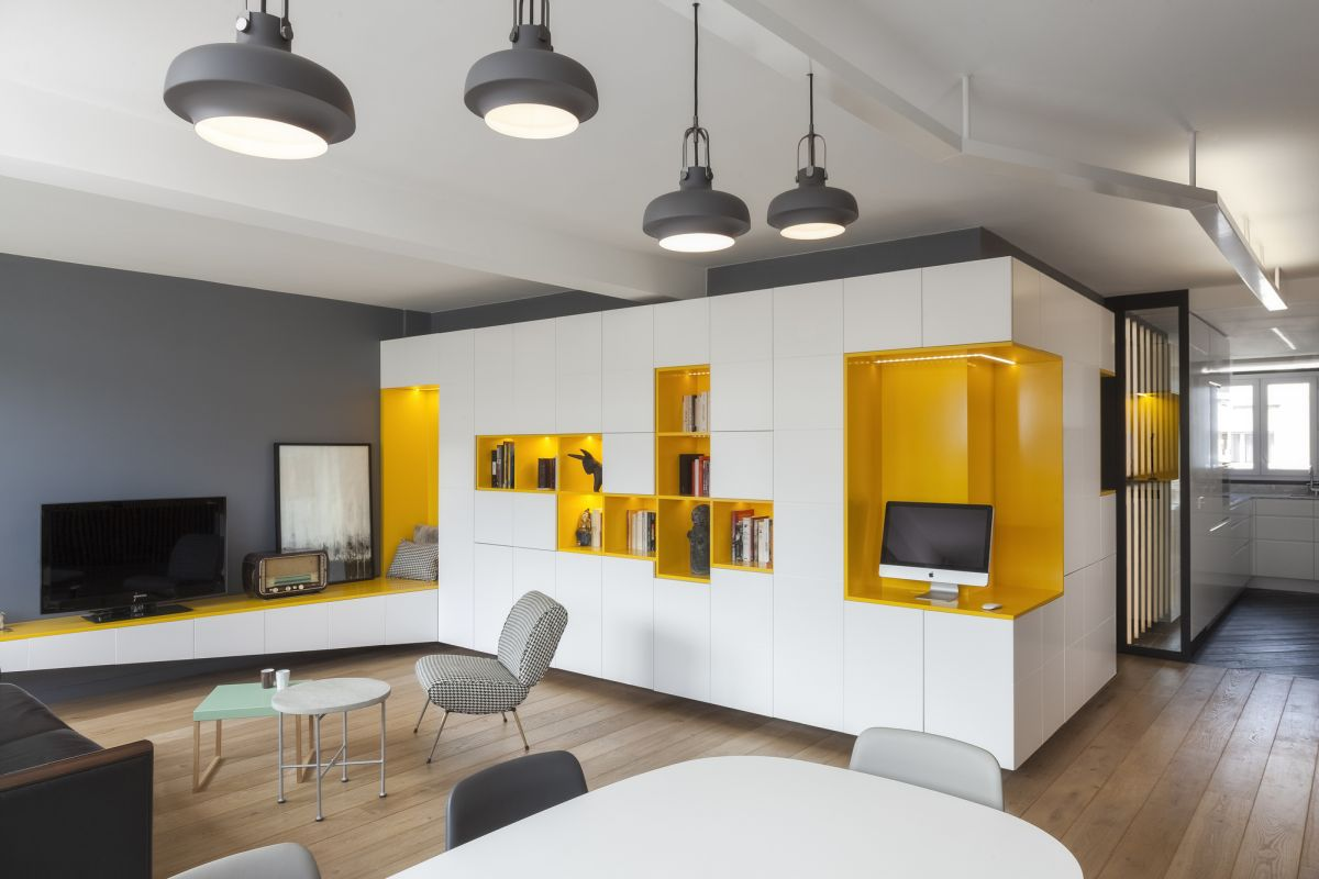 Apartment gets reorganized to make more room for play for Cocinas minimalistas pequenas