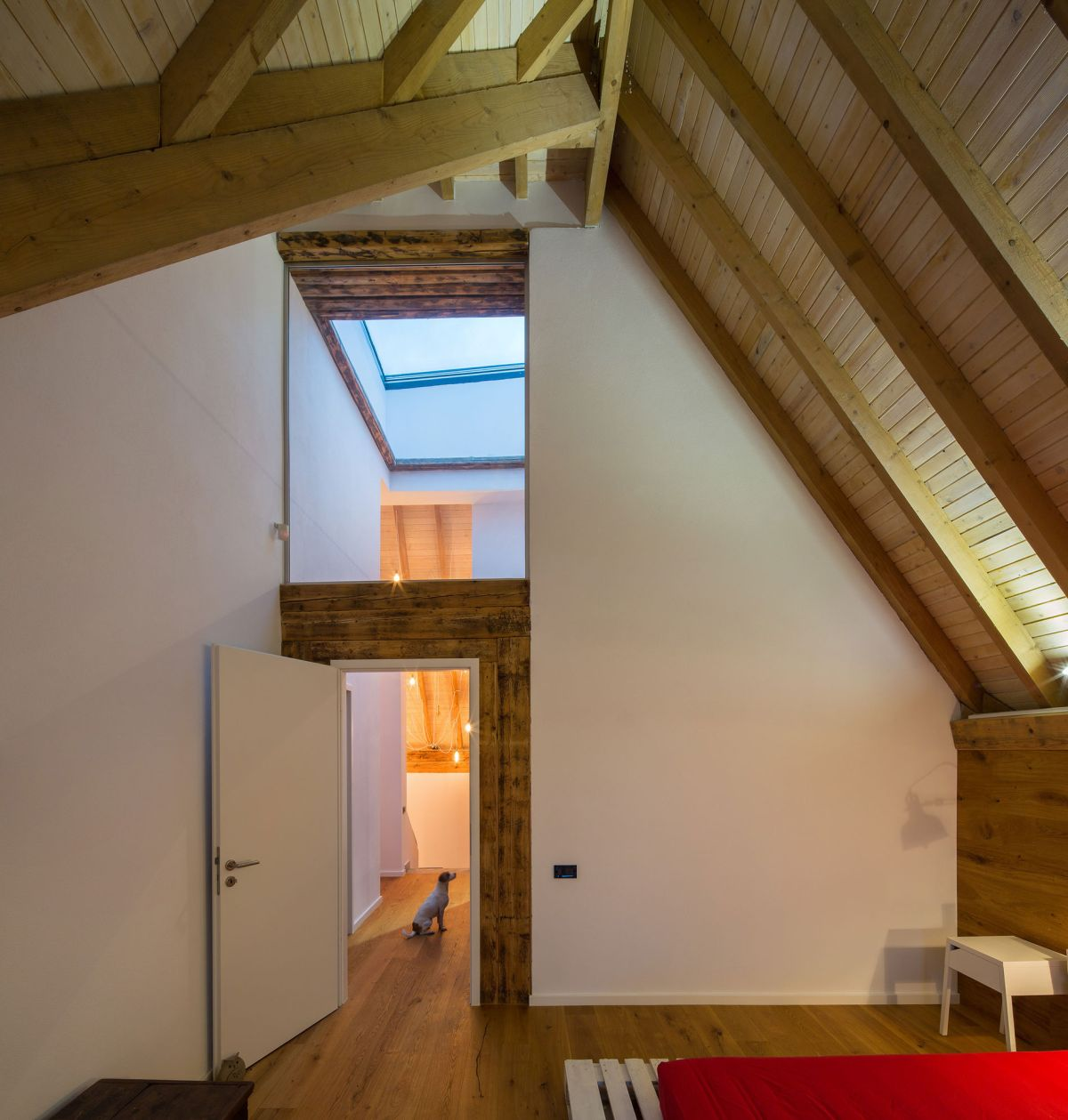 Casa G3 in Otopeni attic wooden roof