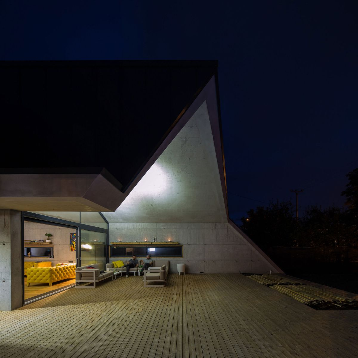 Casa G3 in Otopeni extension at night