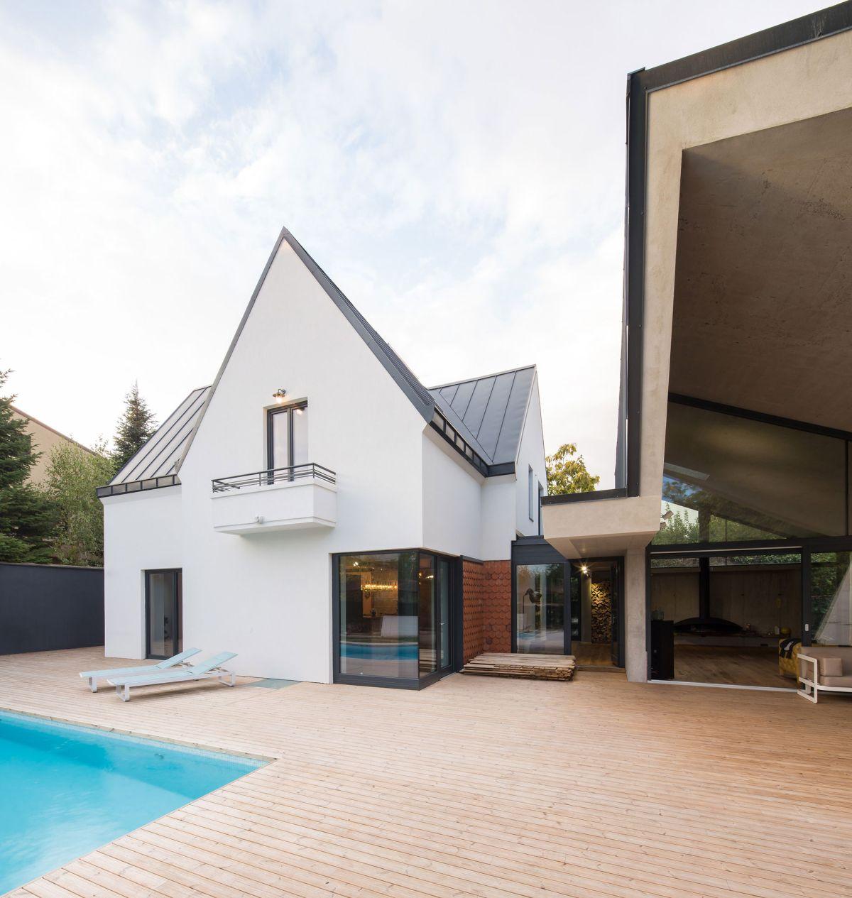 Casa G3 in Otopeni redesigned original house