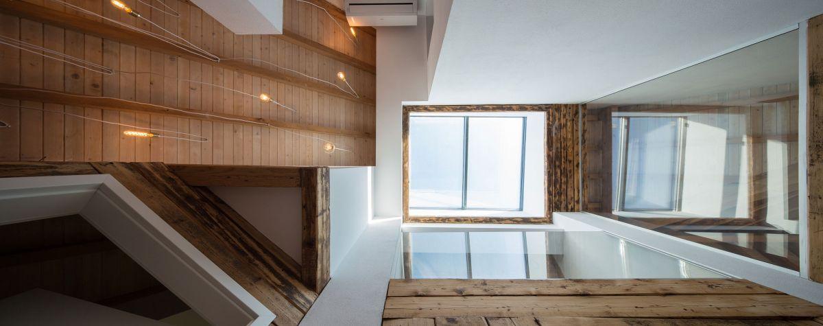 Casa G3 in Otopeni skylight