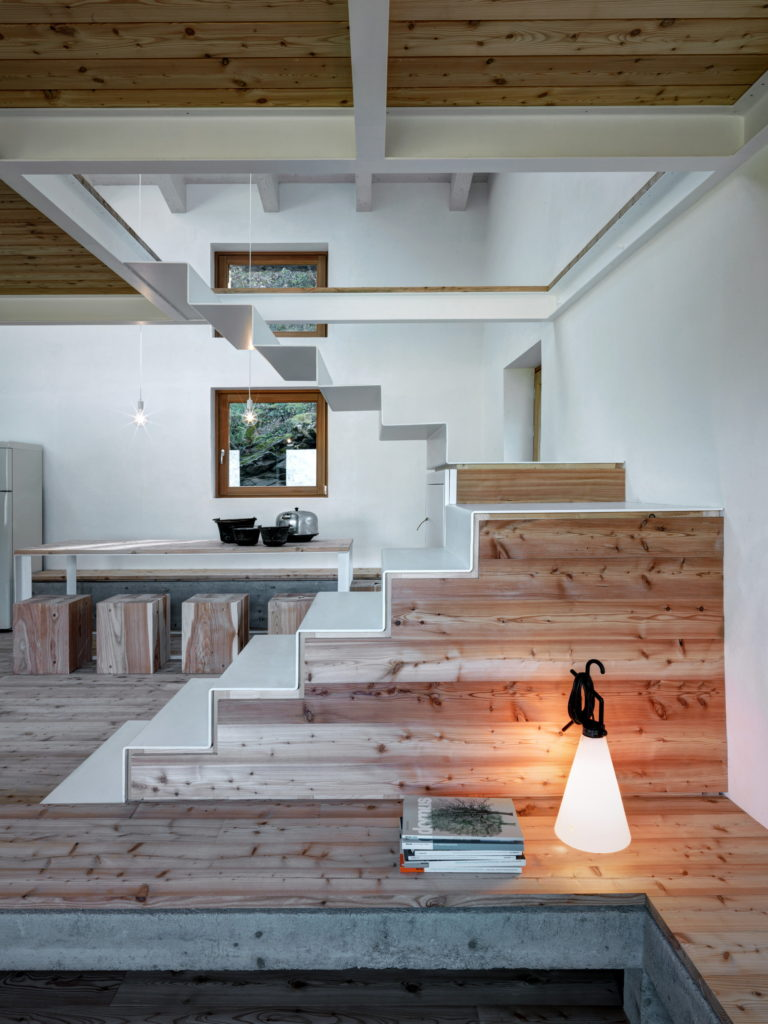 Casa Vi in Sondrio dining space and staircase