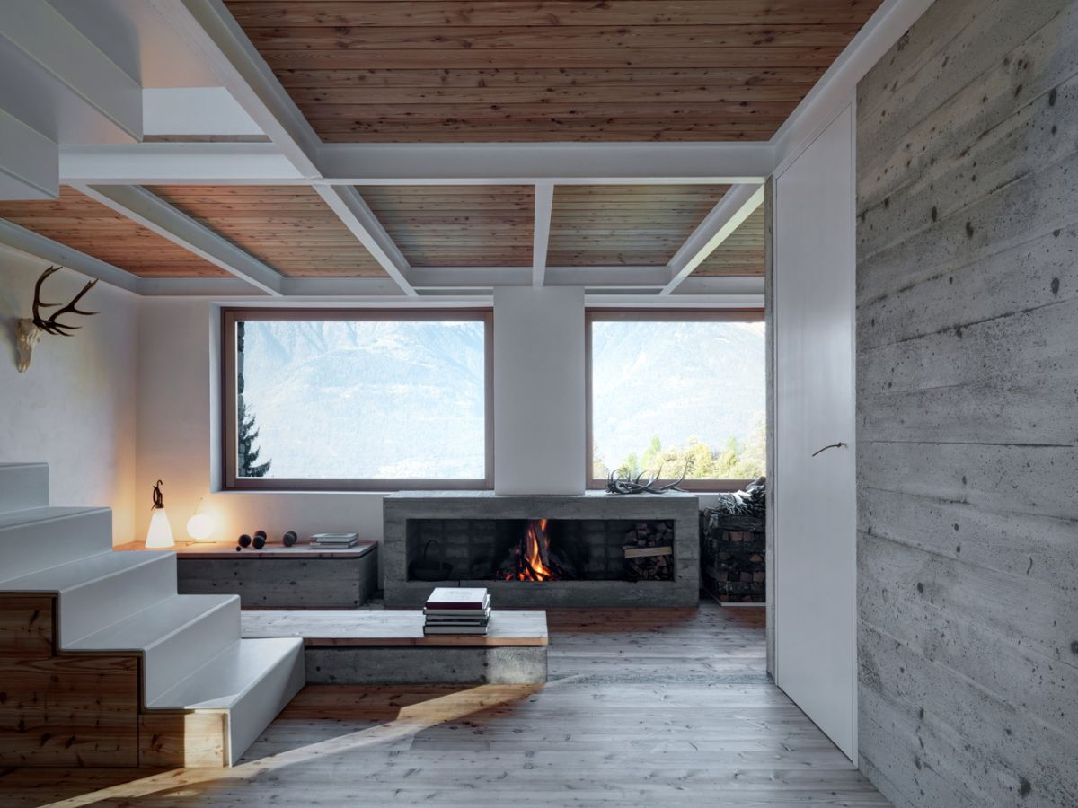 Casa Vi in Sondrio fireplace and living area