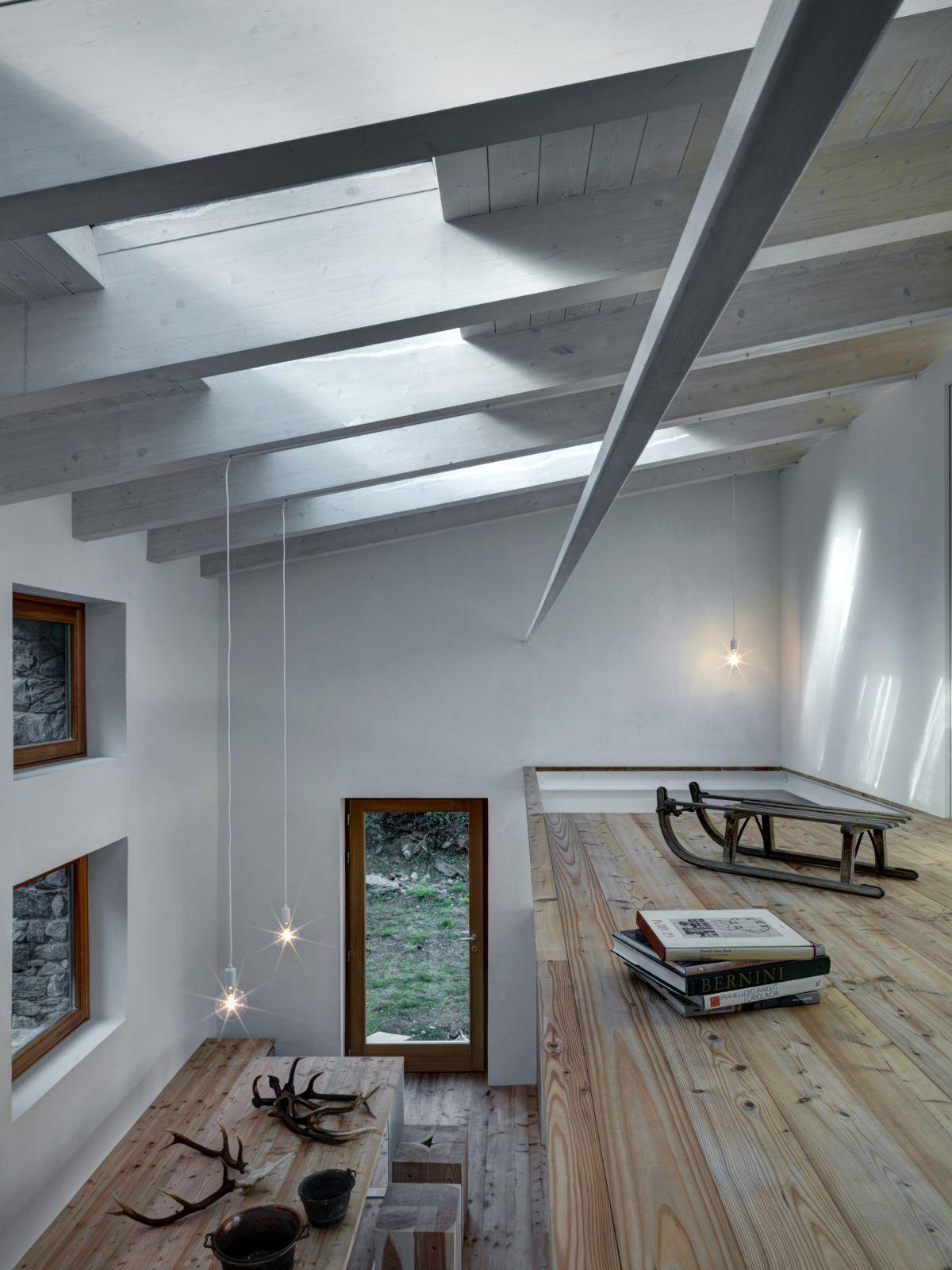 Casa Vi in Sondrio loft study area