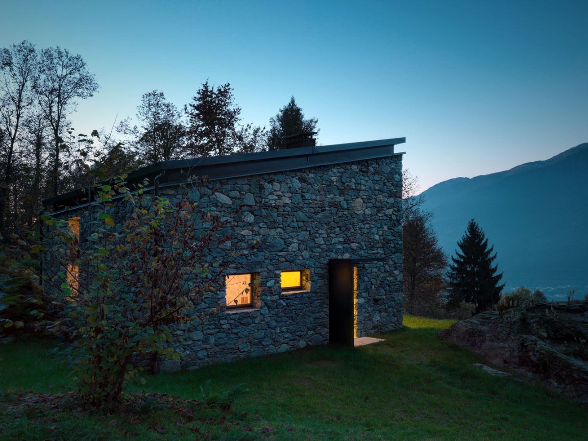 Casa Vi in Sondrio stone exterior at night