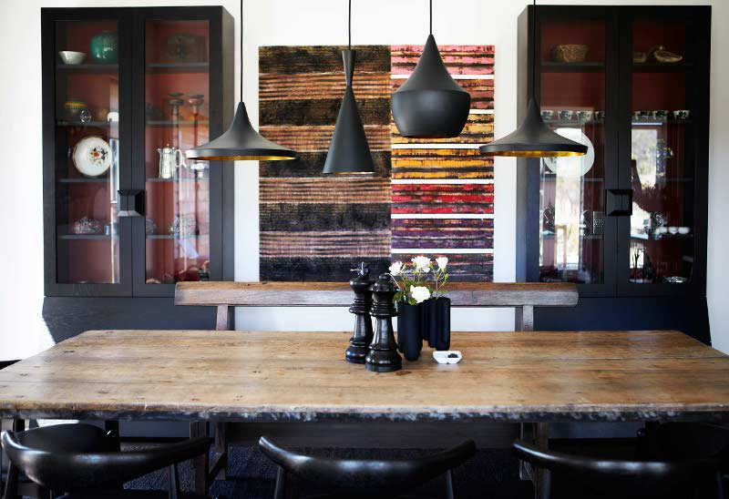Country chic look dining room with Tom dixon pendant lamps