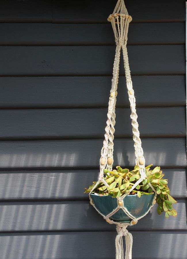 how to make a macrame plant hanger how to make a macrame hanging planter 9380