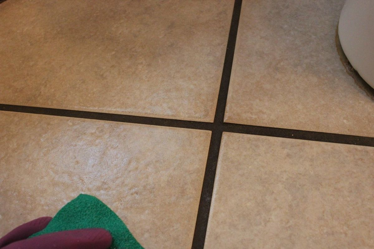 DIY Natural Grout Cleaner-closer look