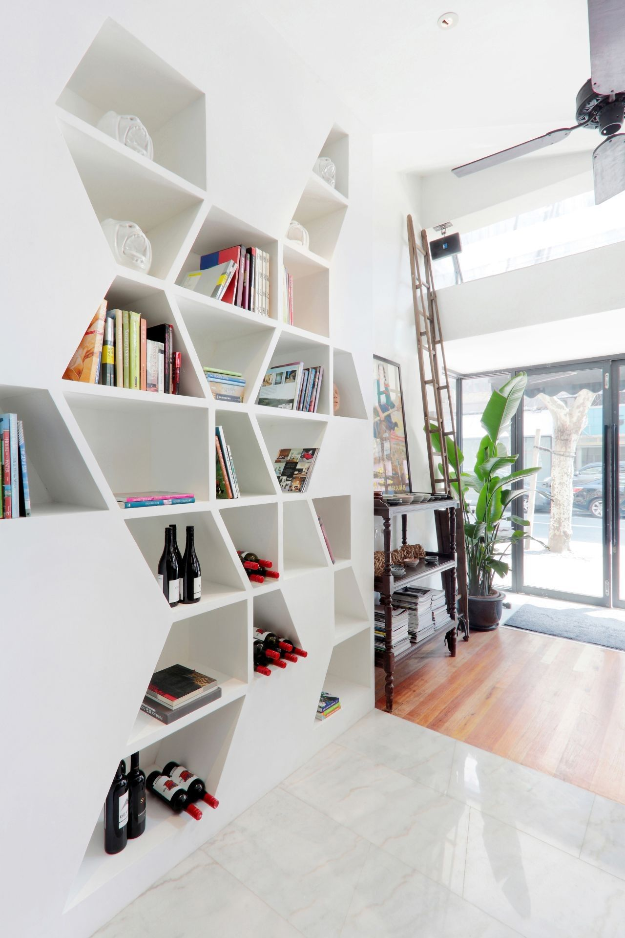 Daga Cafe Geometric Bookshelf Design In White