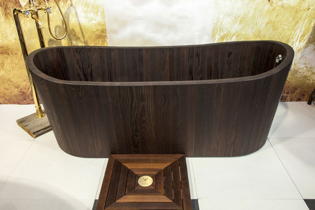 Beautiful The Dark Color And Elegant Lines Make This KHIS Wooden Bathtub A Stunning  Addition For Any