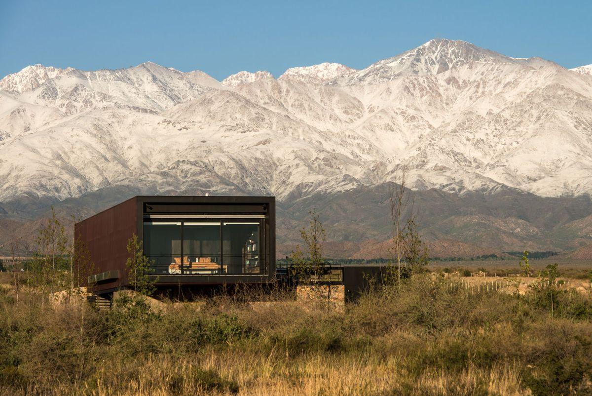 Evans House in Argentina views of mountains